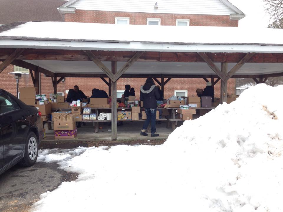 "<span class=""entry-title-primary"">Volunteers brave winter storms</span> <span class=""entry-subtitle"">Despite freezing temperatures, food bank serves families</span>"